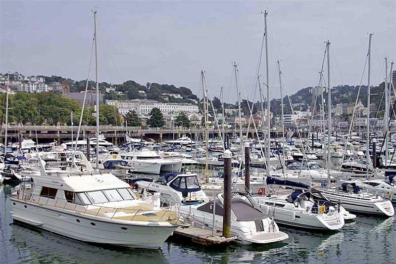 Sportboote in der Marina von Torquay