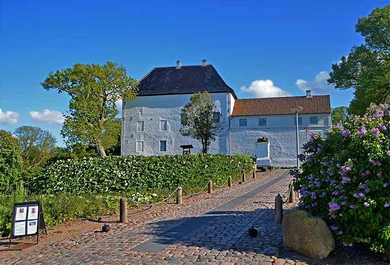 Dragsholm Slot Schloss Dragsholm bekanntes dänisches Schlosshotel mit Gruselfaktor