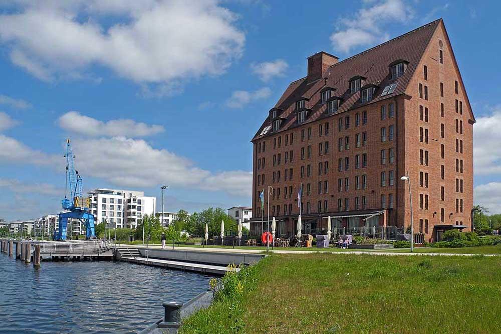 Hotel direkt am See mit eigenem Schiffsanleger